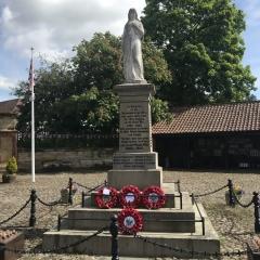 War-Memorial-on-VE-day