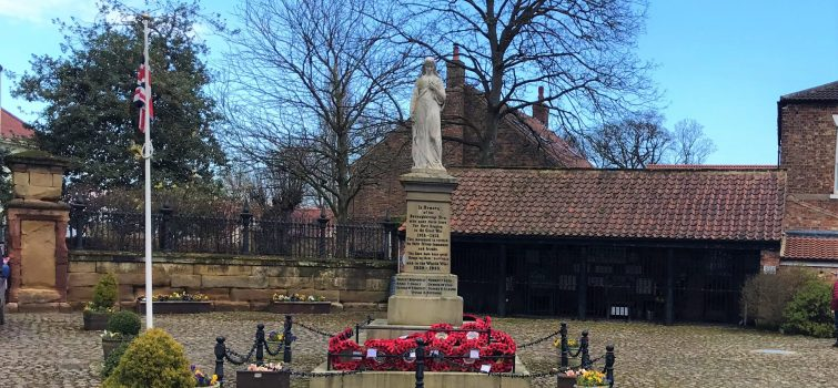 War Memorial and Buttermarket in Hall Square